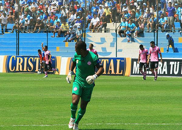 Sheu Obregón celebra su único gol en Primera: fue el agónico 2-2 con que Pacífico le empató a Cristal. (Foto: archivo DeChalaca.com)