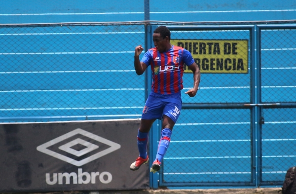Durán volvió a brillar: así celebró el gol que dio el empate parcial al líder del campeonato. (Foto: Fabricio Escate / DeChalaca.com)