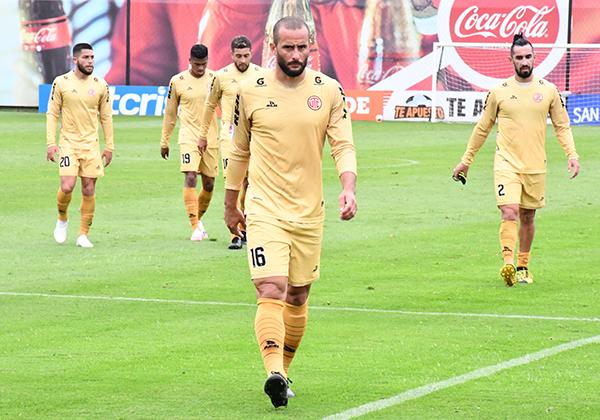 Guevgeozián a la cabeza de los suyos. UTC tiene un líder en el ataque. (Foto: Julio Aricoché / DeChalaca.com)