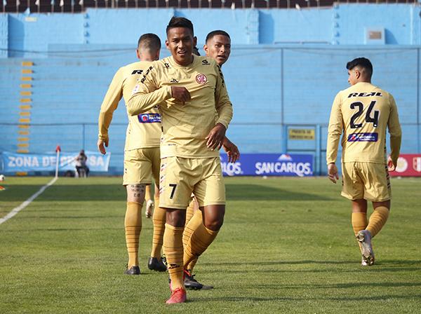 Estrada sopló las velitas con un gol en el pórtico rosado. (Foto: Fabricio Escate / DeChalaca.com)