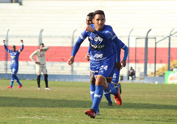 Pérez celebra su gol. El lateral sacó un zurdazo magnífico que rubricó su actuación. (Foto: Sergio Ayala / DeChalaca.com)