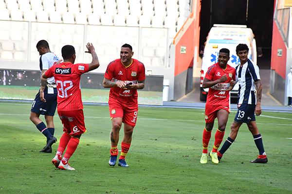 Valverde tuvo un mucho mejor año que Neumann, pero los goles de ambos acabaron clasificando a Huancayo a Sudamericana por sexta vez consecutiva en la última jornada. (Foto: Pedro Monteverde / DeChalaca.com)