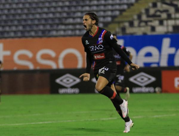 El grito pelado de 'Felucho' Rodríguez después de su segundo tanto. El uruguayo brilló. (Foto: Prensa FPF)