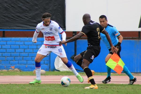 Rodríguez encara a Figueroa. 'Felucho' vive un momento exultante. (Foto: Prensa FPF)