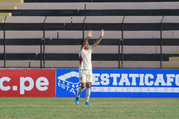 Blanco celebra su tanto, que prolonga la estela goleadora que UTC requería de los pies del argentino. (Foto: Prensa FPF)