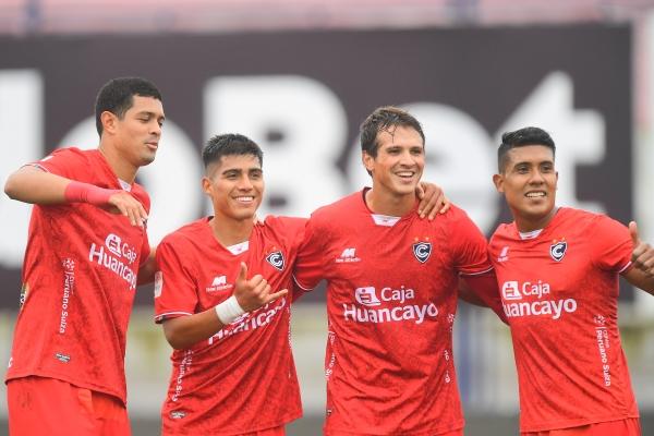 Romagnoli celebra su tanto junto a Aparicio, Guivin y García. El argentino volvió a destacar. (Foto: Prensa FPF)