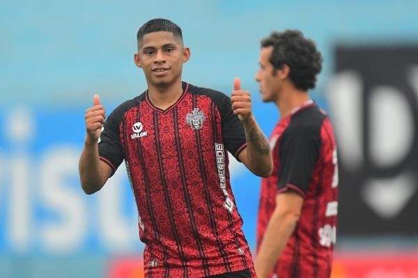 Quevedo celebra su tanto, que rememoró sus mejores momentos en Alianza Lima. (Foto: Prensa FPF)