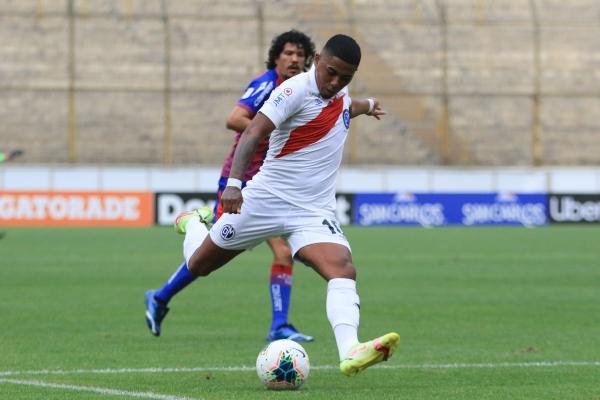 Como de costumbre, Érinson Ramírez fue el mejor de Municipal y esta vez del campo. (Foto: Prensa FPF)