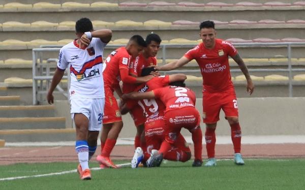 La alegría huancaína tras el gol de Huaccha que sentenció el partido. (Foto: Prensa FPF)