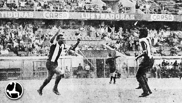 'Perico' León celebra uno de los goles ante Sportivo Huracán. (Recorte: revista Ovación)