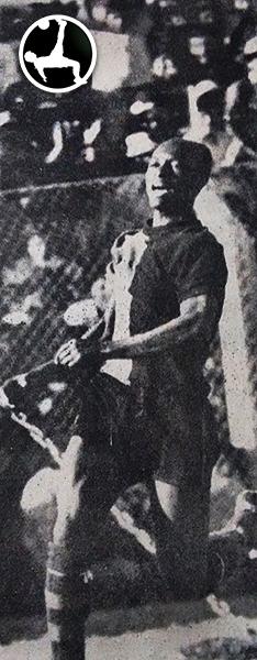 Celebración de 'Pitín' Zegarra luego de uno de sus goles a Universitario en la goleada por 4-1 de Melgar sobre los cremas en Arequipa. (Foto: Rojinegro Profesional)