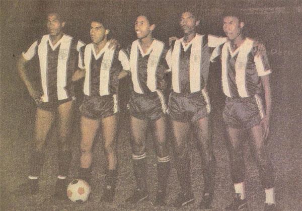 Eugenio La Rosa, Juan Illescas, Carlos Bustamante, José Casanova y Luis Escobar. (Recorte: libro '200 Clásicos de Historia', Lorenzo Villanueva Regalado)