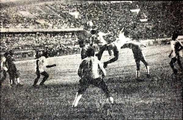Con gran desempeño de Pedro Farfán, Union Minas le empataba a la 'U' en Lima por el Descentralizado 1987 (Recorte: diario La Crónica)