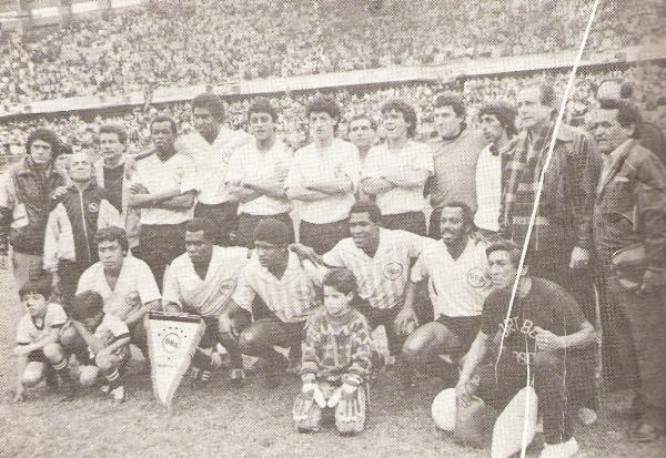 Alineación de Sport Boys en la temporada 1990, año en que los rosados clasificaron a la Libertadores tras haber ascendido al fútbol profesional (Recorte: enciclopedia del Deporte Peruano)