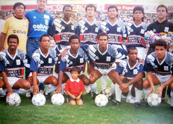 En 1992, Alianza Lima uso unas camisetas azules en algunos partidos del Descentralizado y en amistosos internacionales (Foto: facebook.com)