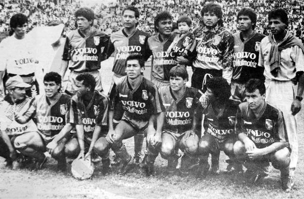Equipo de Melgar de la temporada 1992, ya con Freddy Bustamante como su técnico (Recorte: diario Ojo / suplemento deportivo Super Crack)