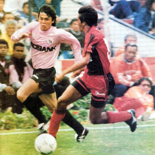 El brasileño Marquinho, conductor y goleador de un Sport Boys que fue animador aquel campeonato (Recorte: revista Estadio)