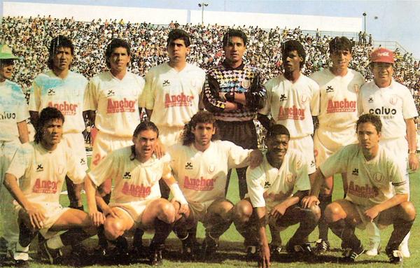 Universitario logró recuperar el título nacional en 1992, año especial para el fútbol peruano por el regreso de los Descentralizados (Recorte: revista Estadio)