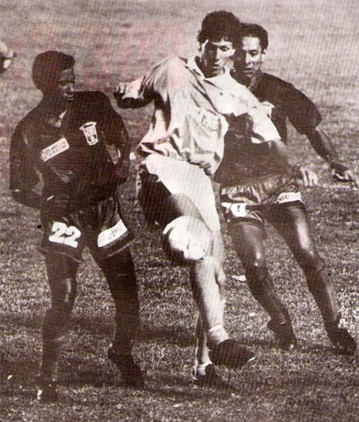 Flavio Maestri en acción durante el partido que, por la Liguilla por el subcampeonato, entrentó a Cristal con Melgar en el estadio Nacional (Recorte: revista Estadio)