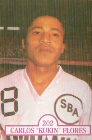 Con incipiente bozo, en su segundo año de carrera (Foto: álbum Estrellas del Fútbol 1992, revista Estadio, cromo 202)