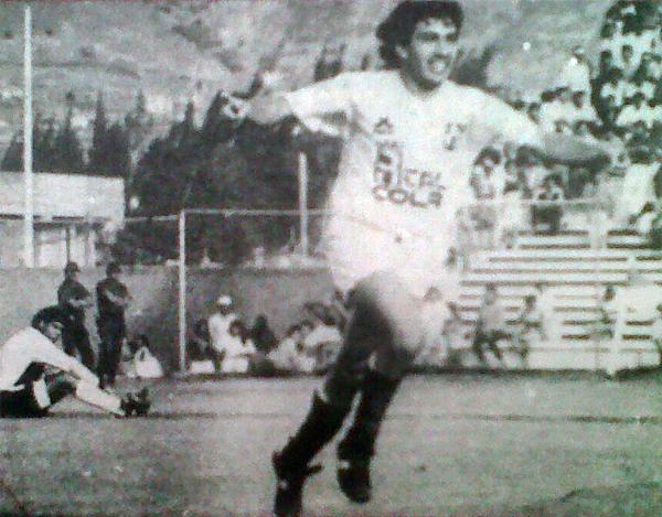 Sergio Bufarini fue el goleador en el choque de Huánuco. Acá celebra uno de sus tres goles en la valla de CNI. (Recorte: diario Ojo)
