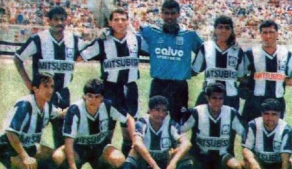 Ángel 'Maradona' Barrios, el último de los hincados, en su época de jugador con la camiseta de Alianza Atlético (Foto: Facebook)