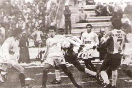 En su primera visita a Matute con camiseta de la 'U', en octubre de 1993. Fue victoria crema con gol de Baroni (Foto: revista Estadio)