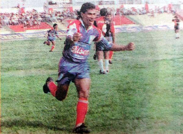 De nada le sirvió a Mannucci el gol que Fabián Arias le anotó a Melgar en 1994 (Recorte: diario El Bocón)