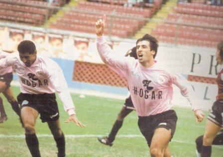 El uruguayo James Cantero debutó con dos goles en Boys pero los rosados igual perdieron contra Defensor (Recorte: revista Estadio)