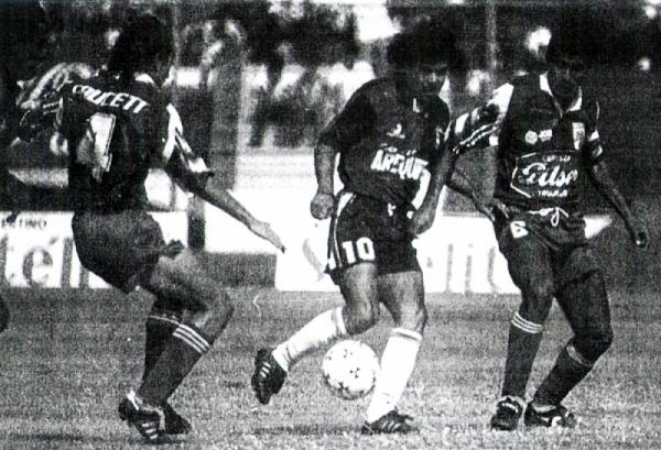 1994. El día más triste de los últimos años en Trujillo tuvo, irónicamente, una victoria de por medio para Mannucci: un 2-1 sobre Melgar que no bastó para quedarse en Primera (Foto: diario La Industria de Trujillo)
