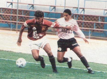 Con el Boys de 1994, una de las temporadas más duras de su carrera -y, como todo destino atado, del cuadro rosado también- (Foto: revista Estadio, N° 109 p. 64)