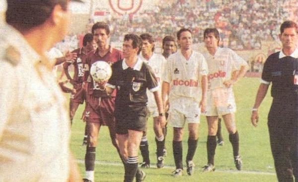 El encuentro en el que Universitario no pudo completar todos los minutos frente a León por la agresión de la barra crema hacia el arquero de León (Recorte: revista Estadio)
