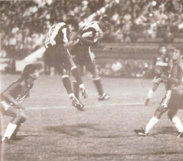 Este Alianza - Melgar de la Preliguilla 1994 fue el partido que cerró la larga primera etapa de Freddy Bustamante en el banquillo rojinegro (Recorte: revista Estadio)