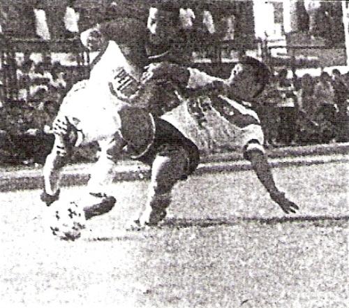 Martín Ojeda ingresó en el complemento en Torino. Acá lo marca Carmona (Recorte: diario El Bocón)