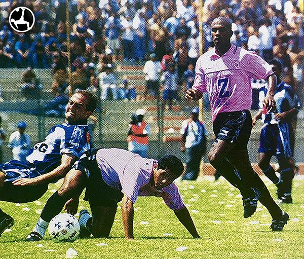 Jair Yglesias en su debut profesional con uniforme de Sport Boys en 1999. (Foto: revista Don Balón Perú)