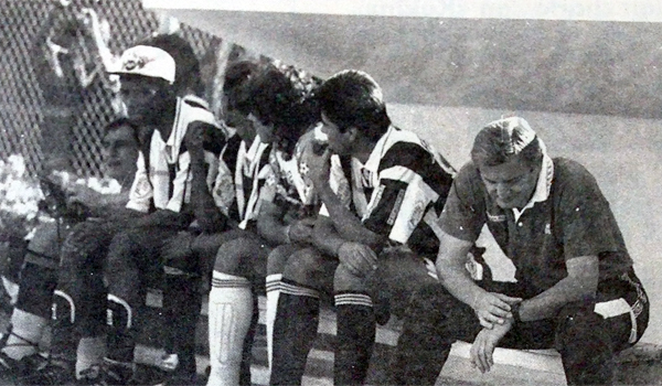 En 1995 con Alianza, Iván Brzic dio la hora en la primera rueda del Descentralizado antes de partir hacia España (Recorte: diario El Bocón)