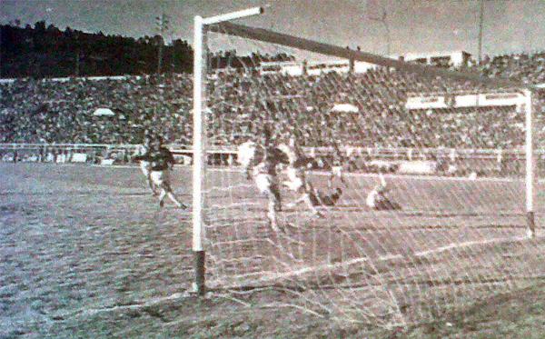 Verse dos goles abajo no bastó para liquidar a Cienciano, que con este gol de Milko Fae dio respuesta al equipo celeste (Recorte: diario El Bocón)