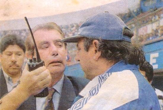 El reproche de Eduardo Luján Manera a Sergio Markarián quedó como uno de los momentos más recordados de los noventa (Recorte: diario El Bocón)