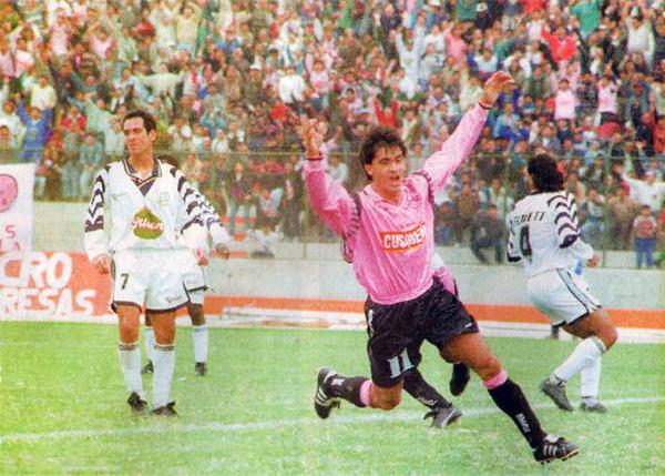 Juan Carlos 'El Bombero' Ibáñez se suma a la fiesta que se vivió en el Callao el día que se inauguró el estadio Miguel Grau (Recorte: diario Ojo)