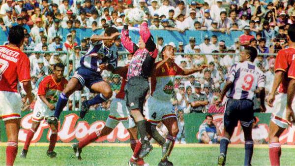 Alianza y Torino se mantuvieron a la expectativa aquel año pero, al final, no consiguieron su objetivo (Recorte: diario Ojo)