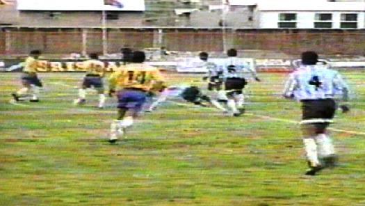 Unión Minas y una escena del recordado 5-0 ante Alianza Atlético por el Descentralizado 1996 (Foto: Captura)