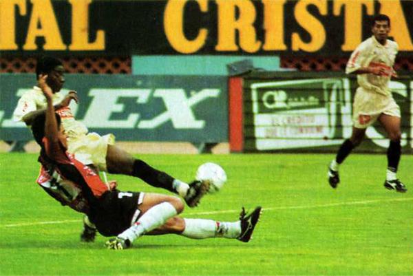 A través de la Liguilla de ese año, Melgar logró acceder al último torneo internacional que ha disputado. Universitario en cambio, cumplió una irregular campaña (Recorte: revista Once)