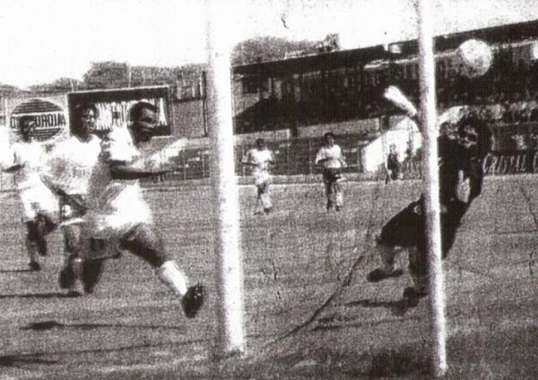 Imagen de la primera de las goleadas, ante Unión Minas, que Alianza Atlético alcanzó en la temporada de 1997 (Recorte: diario El Tiempo de Piura)