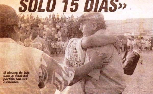 El abrazo de Luis Roth con su comando técnico tras el 0-0 final. Este es, sin duda, el partido más recordado de Alcides Vigo en su paso por Primera. Actualmente el equipo no está activo (Recorte: diario El Bocón)