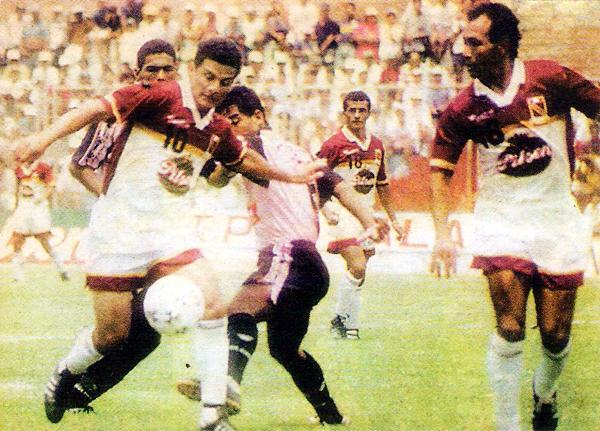 La '10' en el pecho de Fidel Suárez durante su última temporada defendiendo a Torino en 1997 (Recorte: diario Líbero)