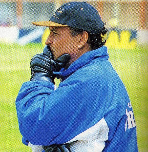 El técnico colombiano Álvaro de Jesús Gómez llegó sin ser conocido en el fútbol peruano y de inmediato se ganó un nombre en el medio dirigiendo a Unión Minas (Recorte: revista Don Balón Perú)