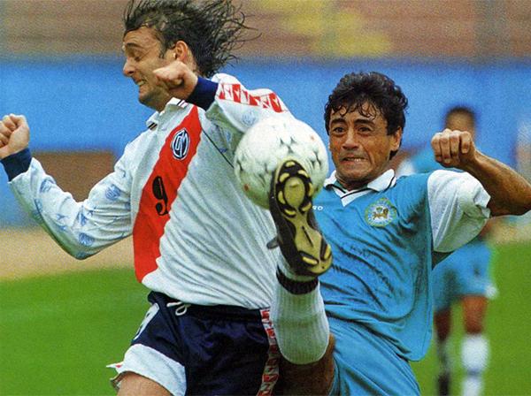 Por más que ambos apretaron los dientes sobre el final para salvarse, solo Municipal lo logró (Recorte: revista Don Balón Perú)