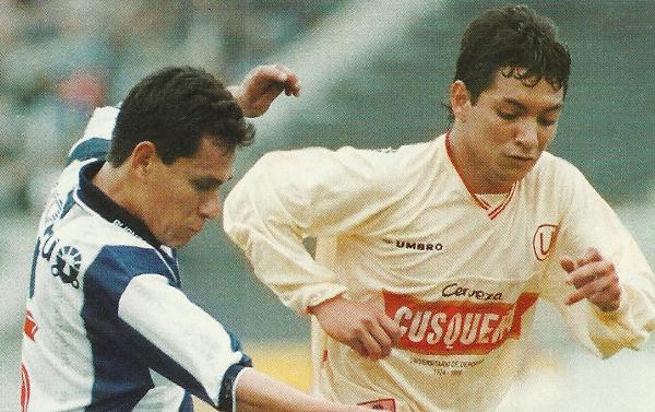 Oswaldo Carrión en sus inicios, con camiseta de Universitario. Hoy quema sus últimos cartuchos en la Landesliga de Hamburgo (Foto: historiadeuniversitariodedeportes.blogspot.com)