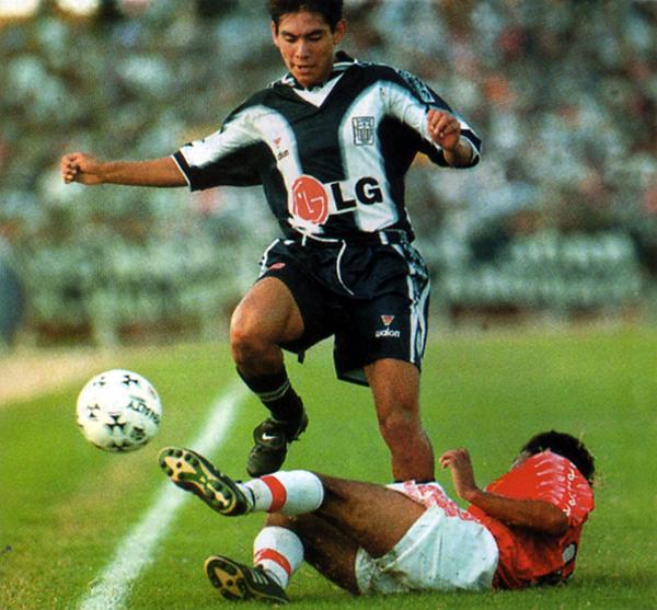 Un juvenil Miguel Llanos supera con dificultad la marca chiclayana (Recorte: revista Don Balón Perú)