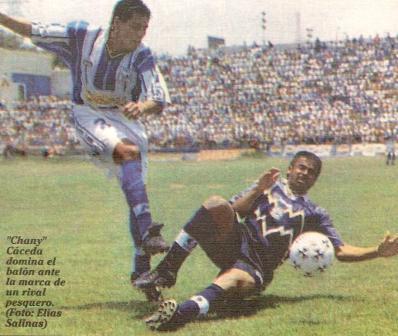 Este fue el último empate a cero obtenido en Chimbote por Alianza Atlético: frente a Pesquero por el Clausura 1999. La leyenda de la foto periodística es errada, ya que el 'Chany' Cáceda no aparece en la acción, sino Marco Salinas luchando el esférico con Carlos 'Máguci' Gonzales  (Recorte, diario Líbero, 18/10/99 p. 12)